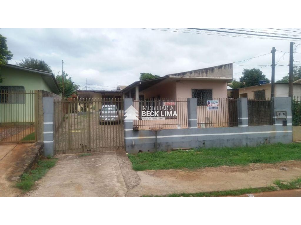 Casa a venda - Rua Medicina - Bairro Universitário